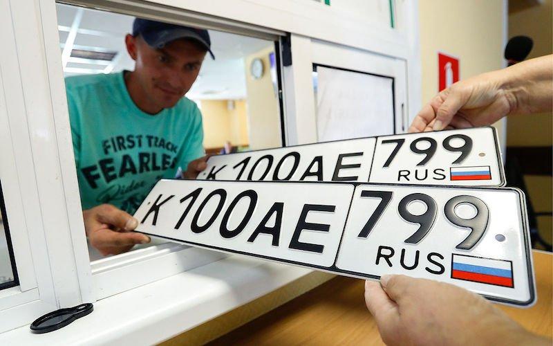 Почему на госномерах автомобилей нет русских букв