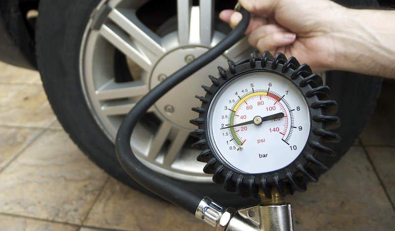 Какое давление должно быть в колесах автомобиля