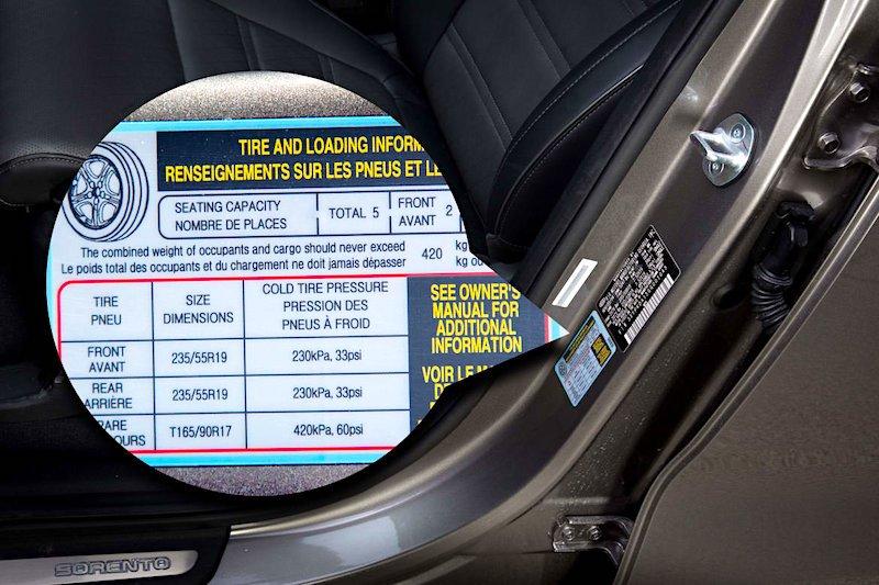 Почему в табличке давления шин автомобиля указываются два значения