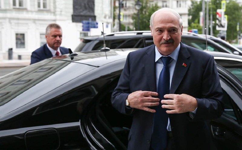 Илон Маск подарил Лукашенко свой автомобиль
