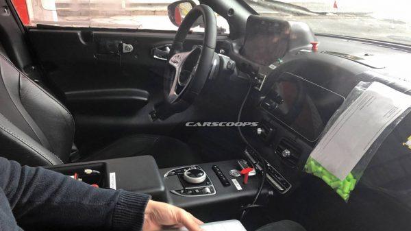 Кроссовер Aston Martin DBX