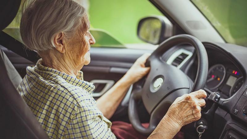 На каких автомобилях ездят российские пенсионеры