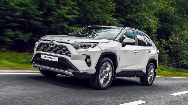 Стали известны цены и комплектации Toyota RAV4 2020 года