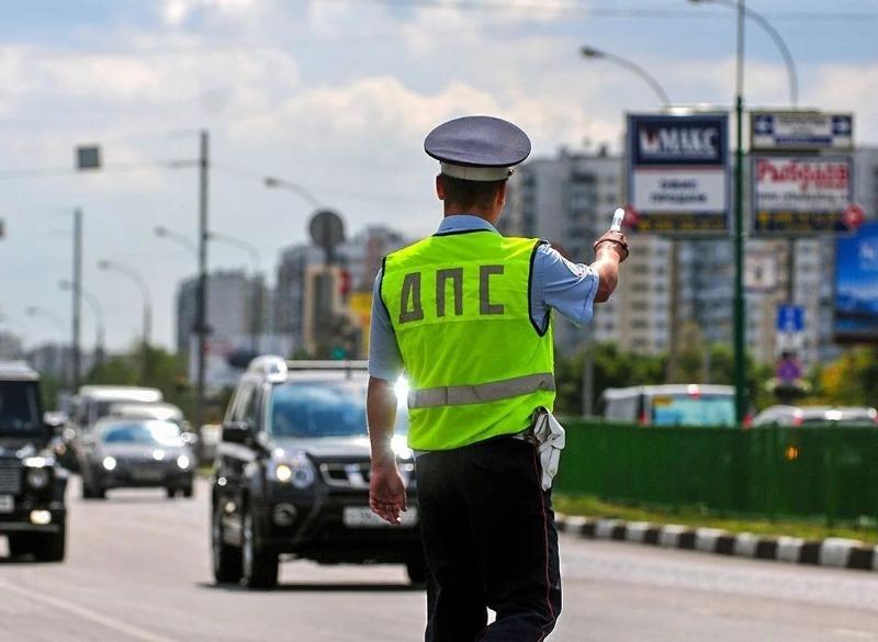 Что делать, если сотрудник ГИБДД требует остановиться в месте, где знак запрещает