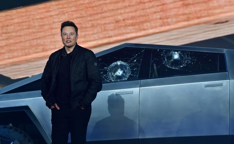 3 причины, почему разбитое во время презентации стекло Tesla Cybertruck не страшно для Илона Маска