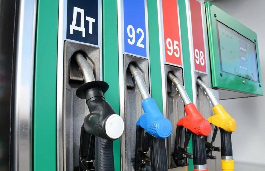 Америка закупает нефть, но бензин в США дешевле, чем в России